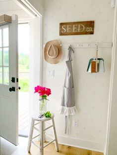 What was once a boring dead end is now functional & cute thanks to a sweet wall stencil, farmhouse peg rack, and about 20 minutes!❤️