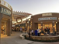 Tanger Outlets in Southaven, Mississippi - Retail Commercial- A sf Outlet shopping center with national tenants such as H&M, Ann Taylor, GAP Factory Outlet, White House Mall Facade, Retail Facade, Plaza Design, Mall Design, Marmaris, Southaven Mississippi, Strip Mall, Commercial Street, Luxury Office