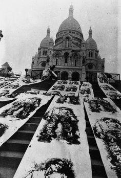 Les gisants de la Commune de Paris | centenaire 1971: By Ernest Pignon-Ernest.