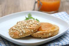 Hei alle sammen! Oppskrifta mi på proteinrikt havrebrød er eit av dei mest populære i 2016. Her har du samme varianten, berre forma til rundstykker istedenfor 🙂 Saftige, smakfulle rundstykker som verken trenger elting eller heving, med næringsrike ingredienser du finner på dagligvarebutikken. Rør sammen deiga, form til rundstykker og steik til dei er gylne. …