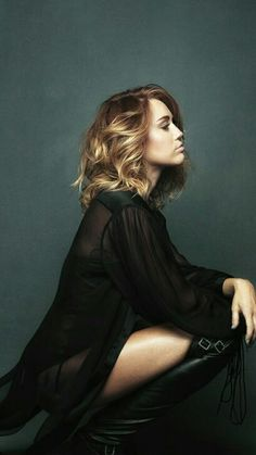 Miley Cyrus İheartradio music festival 2017 Younger Now Malibu New Queen
