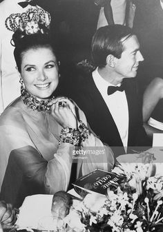 monaco-princess-grace-of-monaco-bedecked-in-jewelry-and-her-hair-in-picture-id515542146 716×1.024 Pixel