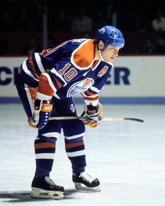 MONTREAL 1990's Esa Tikkanen of the Edmonton Oilers skates against the Montreal…