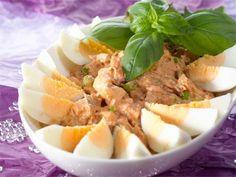 Tonnikalasalaatti on perinteinen espanjalainen tapas. My Cookbook, Soup And Salad, Pot Roast, Tapas, Cantaloupe, Potato Salad, Mashed Potatoes, Food And Drink, Beef