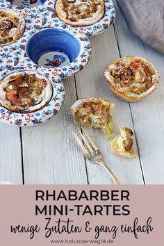 Einfaches Rezept für Rhabarbertarte. Diesen Rhabarberkuchen mit Mürbeteig kannst du in einer Muffinform als Mini-Rhabarbertartes backen oder in einer Springform oder Tarteform. Dort kommt ein Guss aus Saurer Sahne und Rhabarber hinein - ein ganz einfaches Rezept für Rhabarberkuchen und doch besonders und mal etwas anderes!#rhabarberkuchenrezept #rhabarberkuchenmürbeteig #rhabarberkuchenrezepteinfach Quiche, Cereal, Muffins, Bakery, Food And Drink, Cooking, Breakfast, Ethnic Recipes, Sweet