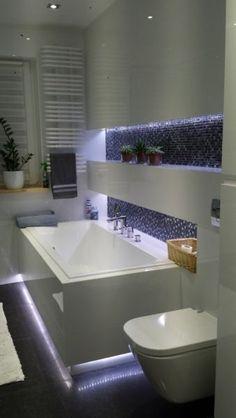 podświetlona wanna w łazience