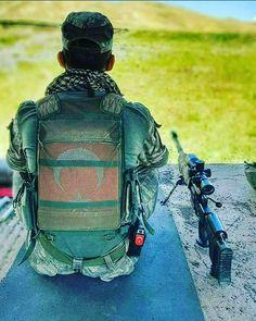 Şehit olduğunda tabutunu örtecek bayrağı sırtında taşıyan ASKERE TÜRK askeri denir  İşte bu yüzden TÛRKÇÜYÜZ........!!!