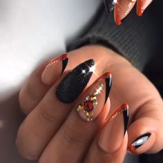 🍅Use Burgundy Elegant Chic Classy Nail Designs Loved By Both Saint & Sinner🌹 🍷 Have You Tried these Elegant Chic Classy Nails Designs Loved By Both Saint & Sinner? Do you know Burgundy Colors r. Gold Glitter Nails, Cute Acrylic Nails, Rhinestone Nails, Bling Nails, Xmas Nails, Chevron Nails, Classy Nails, Fancy Nails, Toe Nail Designs