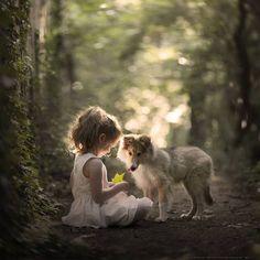 As fotografias de Elena Shumilova chamam a atenção pelo olhar sensível e carinhoso. A fotógrafa Russaapresenta crianças e seus animais de estimação em composições adoráveis e poéticas. Confira!! (…