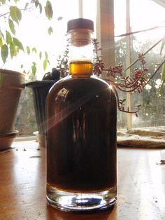 Cerchi la ricetta di un buon liquore? La ricetta originale del liquore nocino Bimby si fa col mallo di noci e si prepara il 24 giugno, a San Giovanni