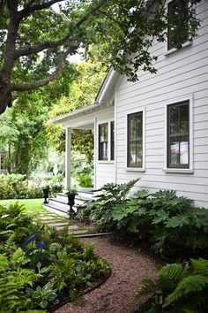Ideas exterior paint colors for house bungalow porches Exterior House Siding, Exterior Paint Colors For House, Paint Colors For Home, Interior Exterior, Exterior Design, Paint Colours, Siding Colors, Gray Exterior, Exterior Colors