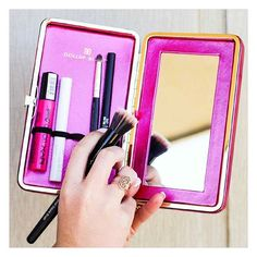 //Work To Play// Turn your daytime look into your playtime look conveniently with the Dollup Case Makeup Organizer. Check out what @savillamountain keeps in her #dollupcase. #dollupbeauty #magneticpalette #makeupcase #facecase #makeupaddict