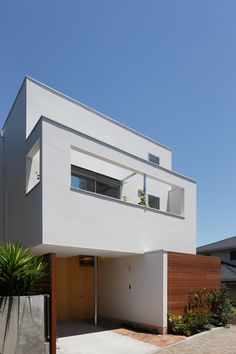 House in Todoroki Minimal House Design, Minimal Home, Japanese Modern House, Muji Home, Front Courtyard, House Landscape, Dream House Exterior, White Houses, Architect Design