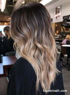 Most amazing trends of balayage ombre hair colors and highlights for ladies to make their medium or long hair looks more elegant. We have created a li. 23 Stunning Balayage Ombre Hair Color Shades for 2018 Ombre Hair Color For Brunettes, Brunette Color, Hair Color Highlights, Brunette Hair, Balayage Hair Brunette Medium, Balayage Color, Medium Hair With Highlights, Baylage Ombre, Balayage Vs Highlights
