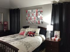London Themed Room!! Just add Irish stuff for Niall :)@Juliana * Carlini u have that exact same picture above the bed!!!!