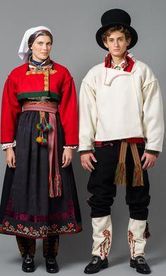 Bilde av Øst Telemark raudtrøyebunad og Øst Telemark herre fra ca 1750 Folk Fashion, Ethnic Fashion, Traditional Fashion, Traditional Dresses, Norwegian Clothing, Frozen Costume, Folk Costume, Fashion History, Norway