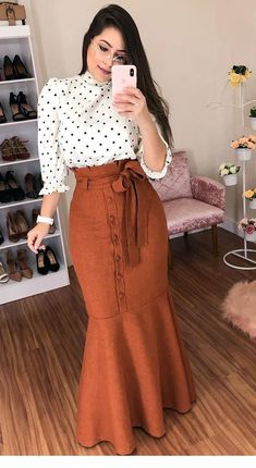 Cute polka dot shirt and long brown skirt Modest Dresses, Modest Outfits, Classy Outfits, Elegant Dresses, Casual Dresses, Sexy Dresses, Modest Wear, Summer Dresses, Formal Dresses