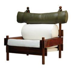 Sergio Rodrigues  Poltrona Tonico em jacarandá maciço, assento e encosto revestido em tecido e apoio de cabeça em couro - década de 1960  Dimensão  103cm L x 80cm P x 96cm H