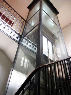 Ascensor panorámico en hueco de escalera. Ascensores J. Pascual.