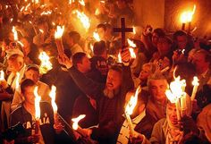 Схождение Благодатного Огня на Гроб Господень 11 апреля 2015 года и Огонь Господень развезли по всем странам мира ! Слава Богу !!!