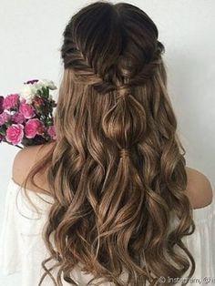 modelo penteados para madrinhas tranças cabeça Curled Wedding Hair, Wedding Hair Down, Box Braids Hairstyles, Pretty Hairstyles, Easy Hairstyle, Cute Down Hairstyles, Half Braided Hairstyles, Brown Hairstyles, Goddess Hairstyles