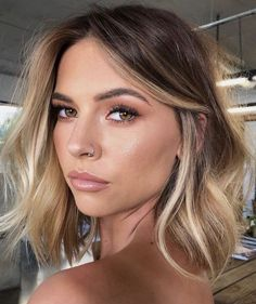 [New] The 10 Best Hairstyles Today (with Pictures) - Balayage inspo . - [New] The 10 Best Hairstyles Today (with Pictures) – Balayage inspo . [New] The 10 Best Hairstyles Today (with Pictures) – Balayage inspo . Blonde Hair With Highlights, Balayage Hair Blonde, Brown Blonde Hair, Winter Blonde Hair, Winter Hair Color Short, Baylage Short Hair, Short Hair Colour, Balyage Bob, Colored Short Hair