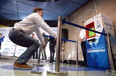 Vending machine das Olimpíadas russas troca exercício por bilhete do metrô http://www.bluebus.com.br/vending-machine-das-olimpiadas-troca-30-agachamentos-por-1-bilhete-metro/