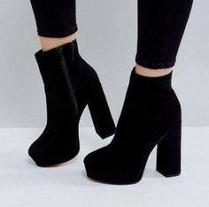 Cute Shoes Heels, Pretty Shoes, Me Too Shoes, Fashion Heels, Fashion Boots, Sneakers Fashion, High Heel Boots, Heeled Boots, Moda Sneakers