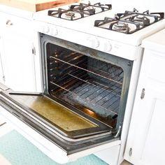 Natural Oven Cleaner | POPSUGAR Smart Living 1/4 cup liquid dish soap 1/2 cup baking soda 1/4 cup hydrogen peroxide Zest of one lemon 1 tablespoon vinegar Scrub sponge Paper towels