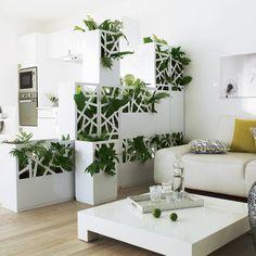 Un peu de verdure dans votre #intérieur ? Vœu exaucé avec ce module végétal idéal pour séparer une grande pièce en deux ! #déco #design