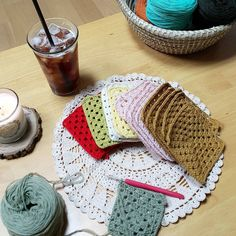 _ #비  역시 비오는 날은 #소이캔들 새로운 #블랭킷 시작입니다요 . #아메리카노 벌컥벌컥 #그래니스퀘어#코바늘#일상#소통 #코바늘블랭킷#램스울#손뜨개 #crochet#crochetblanket#knitt  #뜨개스타그램#블랭킷뜨기#handmade by imissyou53530