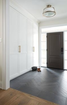 Feels Like Home – Issuu Hallway Ideas Entrance Narrow, House Entrance, Modern Hallway, Entrance Halls, Entrance Foyer, Entryway Flooring, Large Homes, Home Reno, My Dream Home