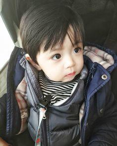 Trong hình ảnh có thể có: 1 người, cận cảnh Cute Asian Babies, Cute Asian Guys, Korean Babies, Asian Kids, Cute Korean, Cute Babies, Cute Baby Boy, Cute Little Baby, Little Babies