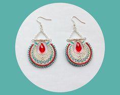 Boucles d'oreilles bohèmes argentées turquoise et rouges