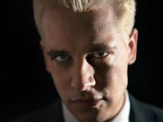Twitter Declares War On Conservative Media, Unverifies Breitbart Tech Editor Milo Yiannopoulos