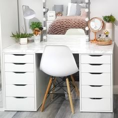 IKEA hack dressing table Source by sabrisabell table ideas Dressing Table Hacks, Dressing Table Room, Dressing Table Organisation, Dressing Room Design, How To Organise Dressing Table, Dressing Table With Storage, Makeup Dressing Table, Dressing Rooms, Bathroom Organization
