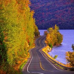 Route along Lake Willoughby in Westmore, Vermont - 12 Incredible Drives to See Fall Foliage : Architectural Digest Best American Road Trips, Imagen Natural, Places To Travel, Places To Visit, American Falls, New England States, Fall Pictures, Images Of Fall, Road Trip Usa