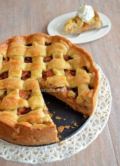 oma's appeltaart.  Deeg is erg lekker! Tip: beetje custard door appels zodat t minder nat is.