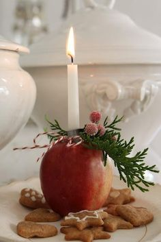 Christmas candle in an apple.  Beautiful Scandinavian look Easter Centerpiece, Christmas Table Centerpieces, Christmas Decorations, Table Decorations, Christmas Scenery, All Things Christmas, Christmas Home, Christmas Candles, Winter Theme