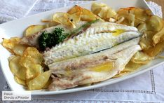 Quick and easy baked seabass, the recipe for baked fish that will always suit you - Recipes Cook Pad, Fish Recipes, Healthy Recipes, I Want Food, Deli Food, Dinner Bowls, Good Food, Yummy Food, Spanish Dishes