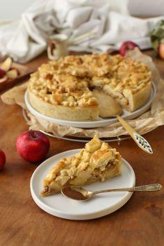 Apple Pie mit Karamell | Herbstglück auf der Zunge – La Crema Apple Pie, Apple Tarts, Comfort Food, Snacks, Cauliflower, Waffles, Cake Recipes, Vegetables, Breakfast