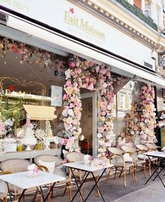 Die bekanntesten Cafés in London - Dainty Dress Diaries - Travel - Cake Shop Design, Coffee Shop Design, Cafe Design, Design Design, Design Ideas, Graphic Design, Cafe Restaurant, Restaurant Design, Modern Restaurant