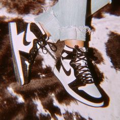 Jordan Shoes Girls, Girls Shoes, Cute Sneakers, Shoes Sneakers, Nike Shoes Air Force, Aesthetic Shoes, Sneakers Fashion Outfits, Hype Shoes, Fresh Shoes