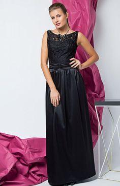 Cover GR1408 sukienka czarna Zjawiskowa sukienka, powstała z połączenia dwóch materiałów, góra dopasowana pokryta piękną kwiatową koronka