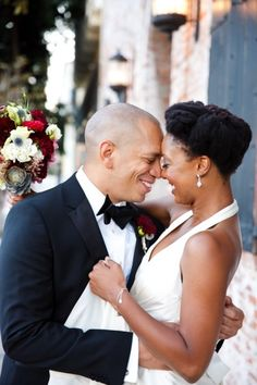 This couple is as charming and cool (and in love) as it gets!   Photography: Skip Hopkins - skiphopkins.com