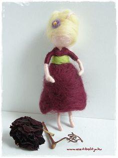 Needle felted liitle girl/ fairy. www.facebok.com/esztiboltja