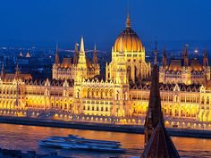 Picture of the Parliament building at night, Budapest, Hungary