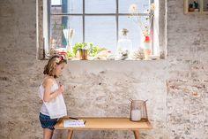 La petite Rose, son frère, sa soeur ainsi que ses parents Pascal & Fanny nous font dévouvrir leur surprenante demeure ! Une ancienne gaufrerie sur Lille.