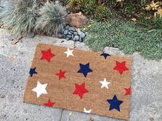 Summer Stars Doormat / Summer Doormat / Fourth of July Doormat / of July Doormat / Custom welcom - Doormats - Ideas of Doormats Weathered Paint, Holiday Fun, Holiday Ideas, Holiday Drinks, Festive, Personalized Door Mats, Great Housewarming Gifts, Newlywed Gifts, Porch Decorating