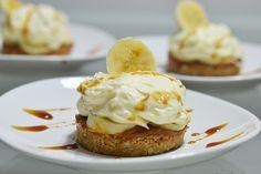 Torta de banana com doce de leite, com pouco ingredientes, fácil de fazer.